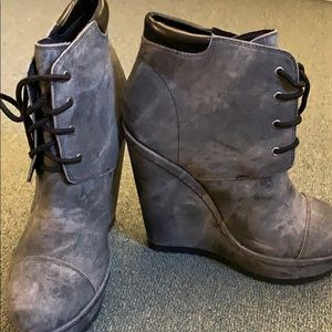 Weathered gray 4 1/2 inch heeled ankle bootie